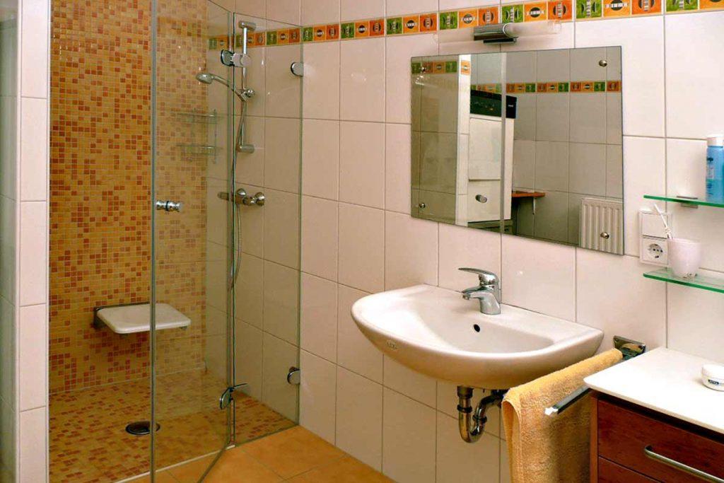 Dusche Mosaikdekor Fliesen. Frische Dekore und fröhliche Farben fürs Badezimmer. Ideen die ihnen jeden Tag neue Freude bereiten.