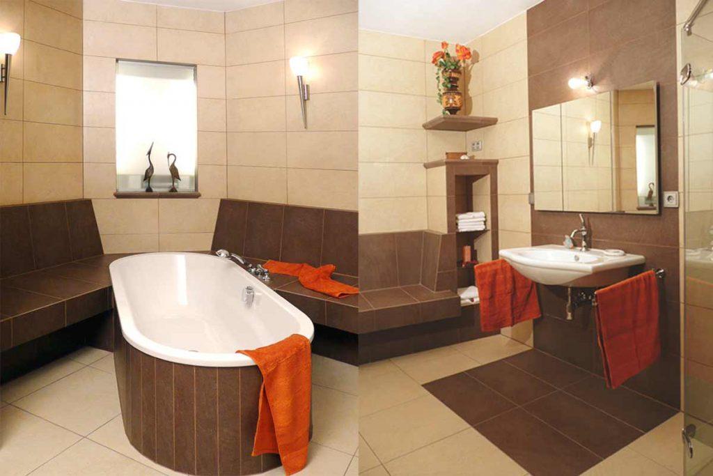 Badezimmer als Tepidarium. Die verfliesten Wärmebänke hinter der Wanne werden über die Zentralheizung erwärmt und fungieren hier praktisch auch als Raum-Heizkörper.