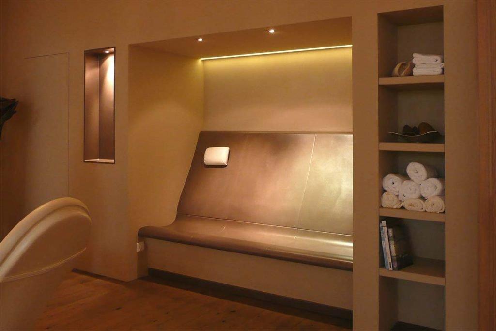 Wärmebank für das persönliche Home-Spa. Die Entspannungsoase für's Daheim wird vom erfahrenen Hersteller Sommerhuber individuell nach Platzmöglichkeit geplant und durch uns errichtet.