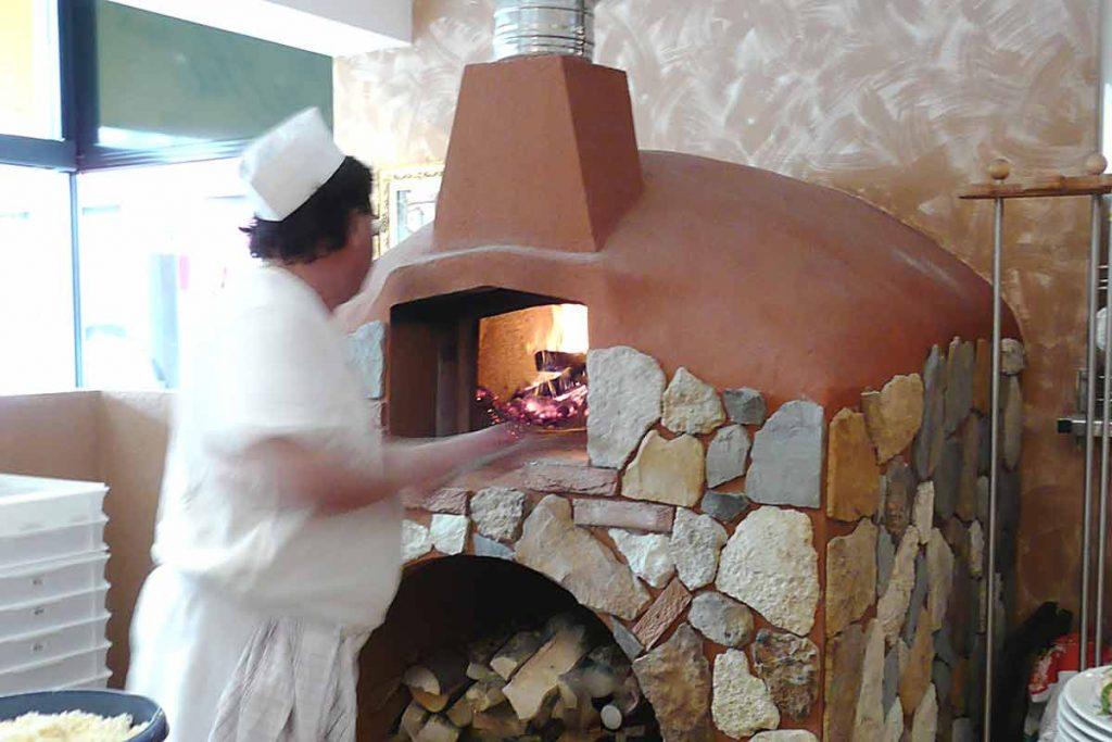 Pizzaofen im Gastro-Bereich-Forno Pizzeria Vuoi aprire una pizzeria traditionale? … Forno a legna professionale.