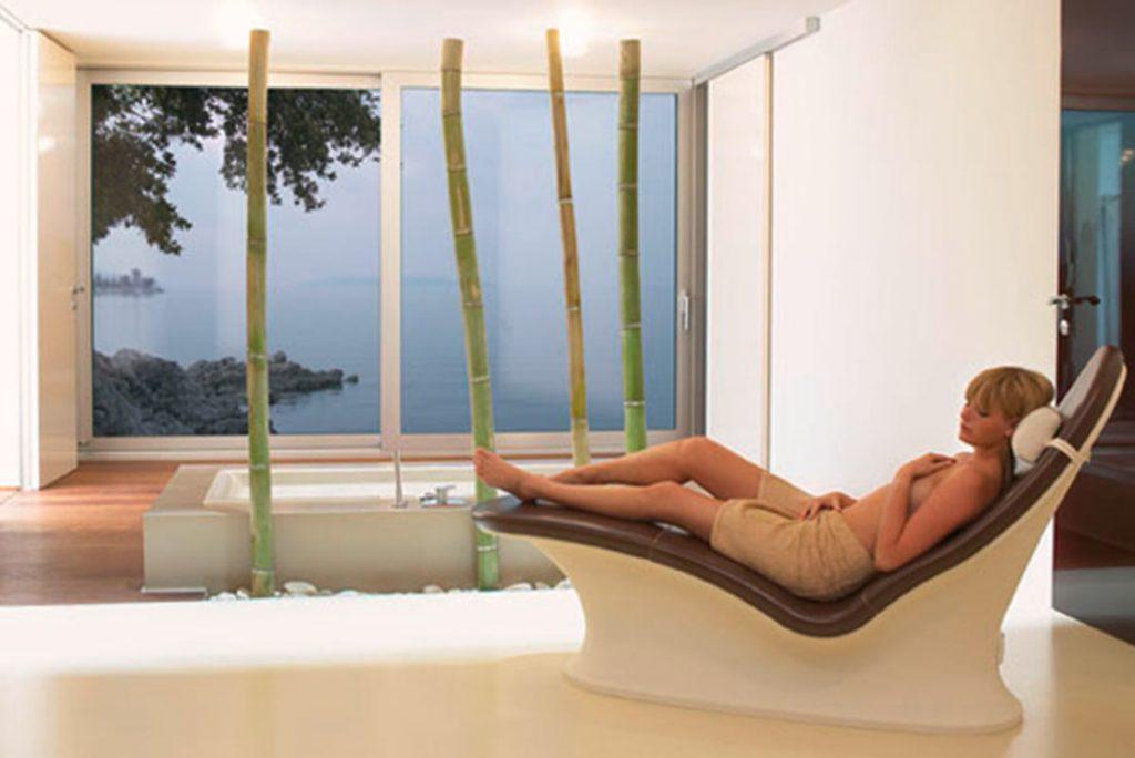 Lounger One – die keramische Wärmeliege. In dieser ergonomisch geformten Wärmeliege, werden Körper und Geist in Balance gebracht.
